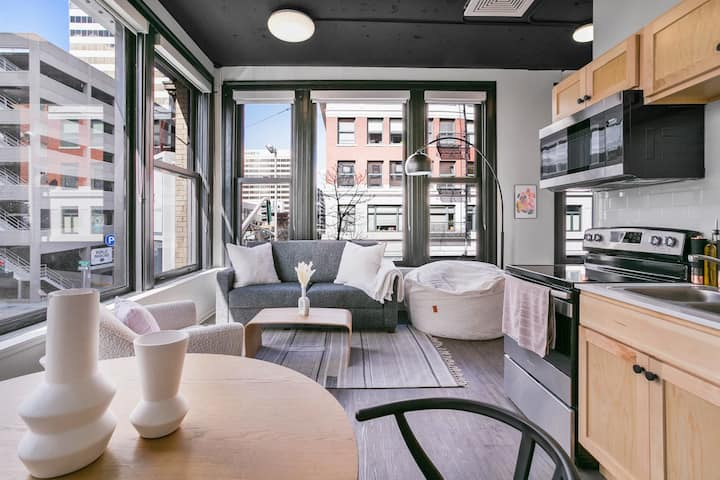 Urban SoHo Suite in the Heart of Downtown!