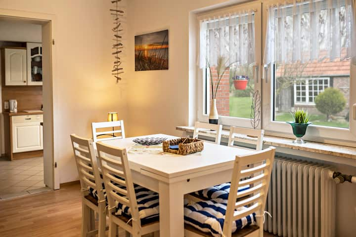 """Comfortable Vacation Apartment """"Fewo-Llojan"""" Close to the North Sea with Wi-Fi, Shared Terrace & Garden; Parking Available"""