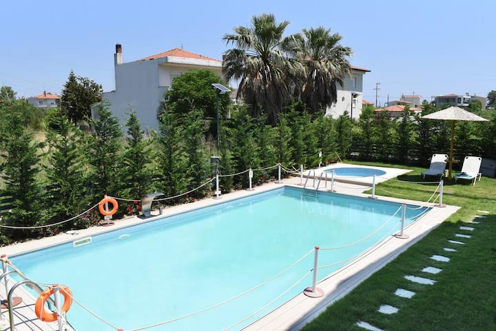 Stavros Seaside Retreat-Sunny Suite with Pool