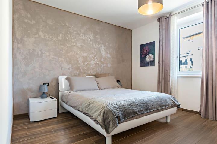 "Modern Apartment ""Villa Vacanze Renetta"" with Mountain View, Balcony & Shared Garden; Parking Available"