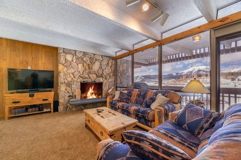 Stunning Lakefront Views - 2BR Condo - BBQ and Fireplace!