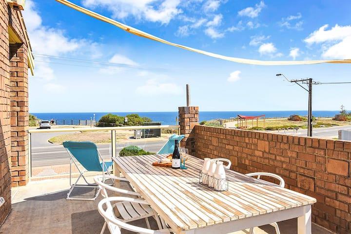 Beachfront Break, Moana Beach- WIFI, Family and Pet Friendly.