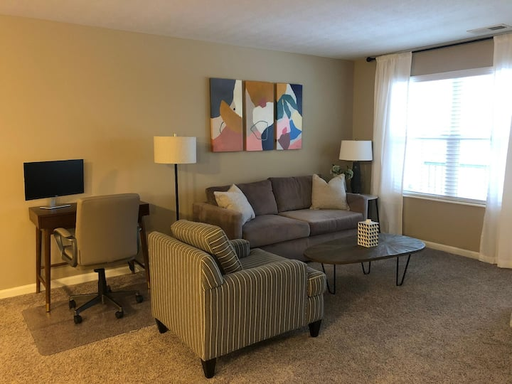★Spacious King 1BR w/Balcony - Perfect For WFH!★