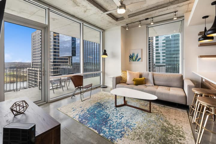 Kasa Austin | Newly Renovated Includes Parking, Self Check-In + Balcony | 2nd Street