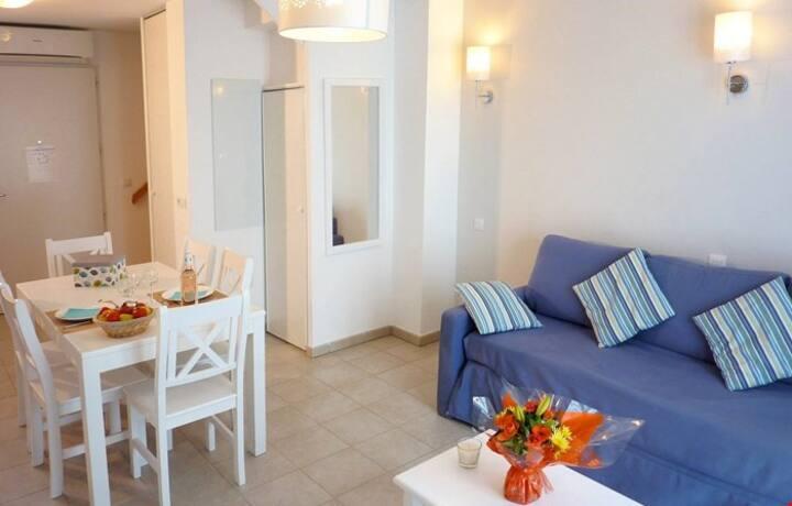 Appartement avec Balcon! Wi-Fi Gratuit + Accès Piscine Extérieure + Linge de Lit Inclus