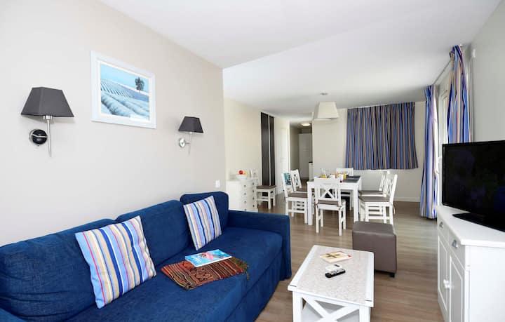 Appartement Confortable à 20m de la Plage! Local à Vélos + Piscine Saisonnière