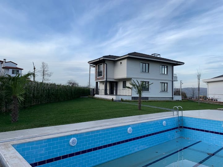 Stunning 4 BR Villa with Private Pool in Peaceful Sapanca