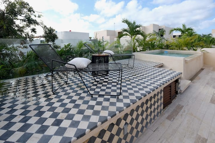 Awesome 1Br 2pax designer condo with WOW terrace