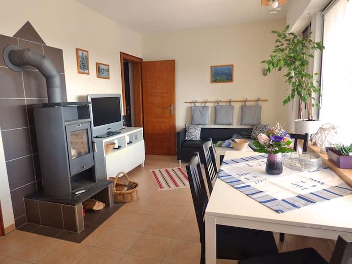 Ferienhaus Höhenflug, (Attendorn), Ferienhaus Höhenflug, 45qm, Kamin, 2 Schlafzimmer, max. 4 Personen