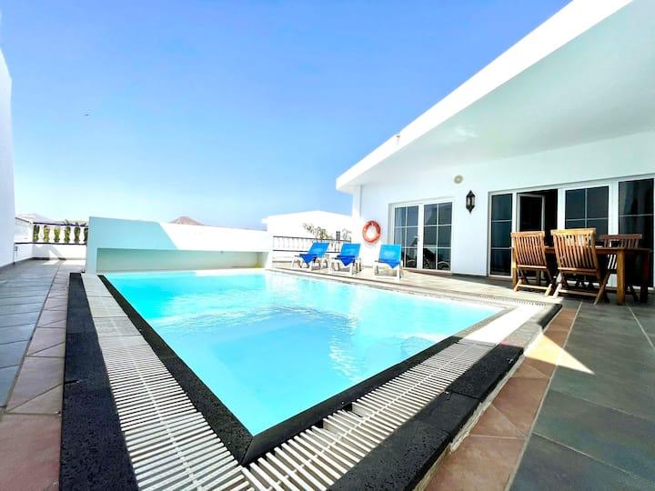 Amplia Villa con piscina privada, Puerto Calero