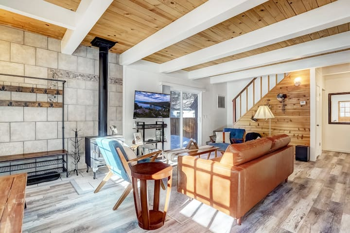 Panorama Chalet: hot tub, 20 min to Heavenly