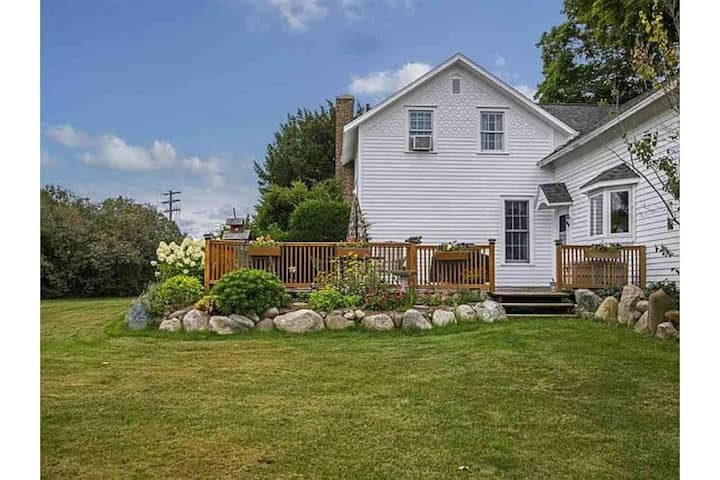 New LIsting! Less than 5 minutes from the Horse Show! Apple Hollow Country Farmhouse! ★★★★★