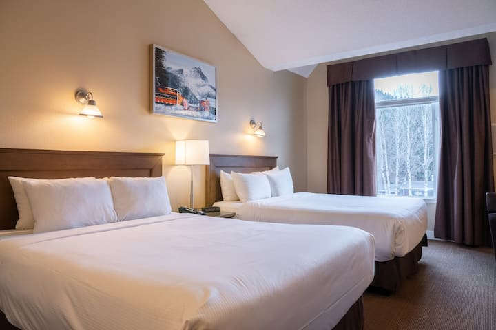 Relaxing Mountain Getaway! Superior Room Along Banff Ave | Free Parking + Ski Storage On-Site