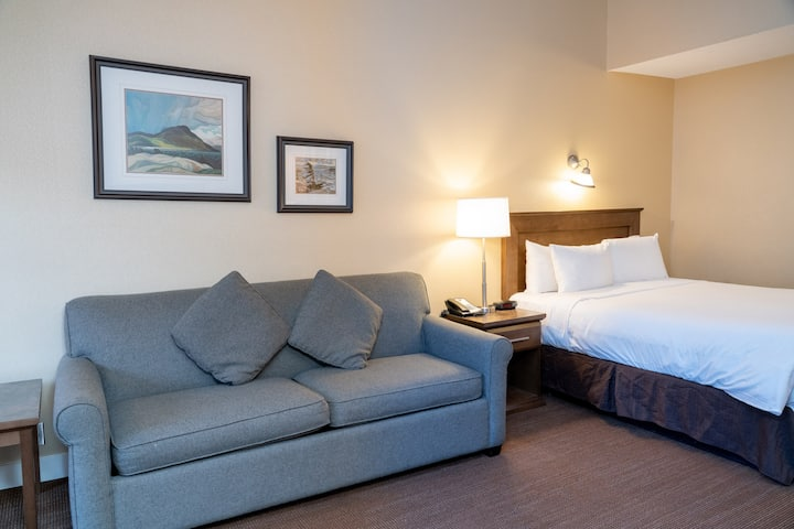 Comfortable Superior 2 Bedroom Suite in Banff! Air-Conditioning + Free Parking