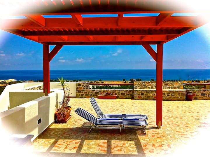 In Southern Crete, Filoxenia Villa, is a group of ten holiday apartments