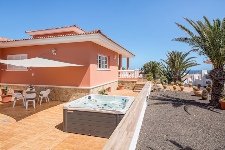 Holiday Villa Malena with Mountain View, Jacuzzi, Wi-Fi, Balcony & Terrace; Parking Available, Pets Allowed