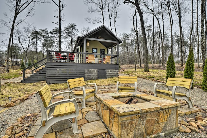 NEW! Tranquil Tiny Home w/ Fire Pit + Lake Access!