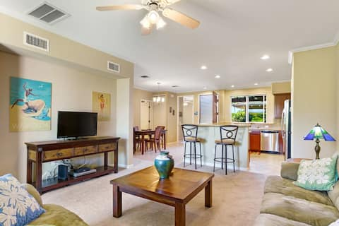 Poolside and Ground Floor LUXURY 2 bed, 2 bath. Walking Distance to the Beach and Restaurants!