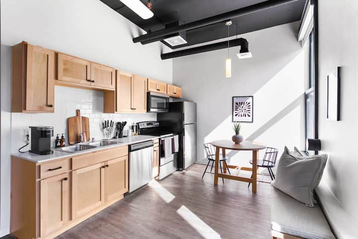 Designer Loft in the Heart of Downtown with WiFi!