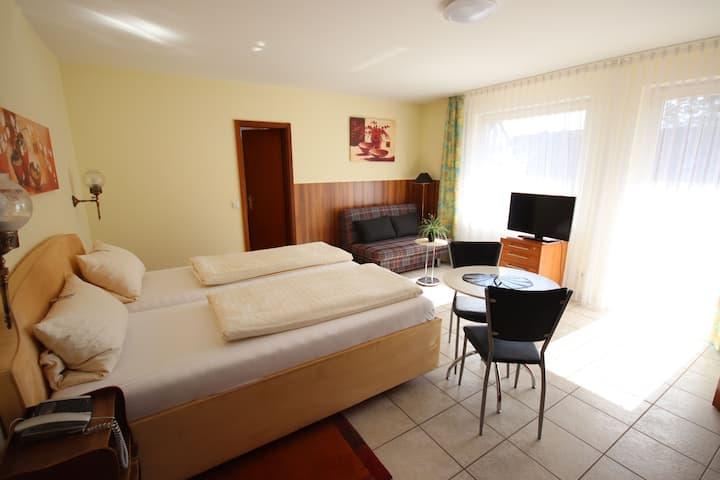Appartements Biedermeier, (Bad Krozingen), Studio Appartement 11, 30qm, 1 Wohn-/Schlafzimmer, max. 3 Personen