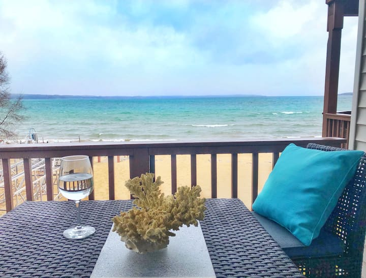 🏖New Listing Beach Bliss 211! Stunning bay view