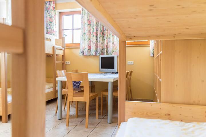 Gasthof Jagersberger (Hollenstein an der Ybbs), Mehrbettzimmer mit Stockbetten für 6 Personen