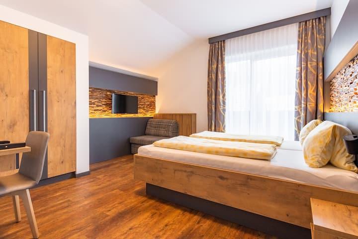 Gasthof Jagersberger (Hollenstein an der Ybbs), Doppelzimmer mit Balkon und Zusatzbett