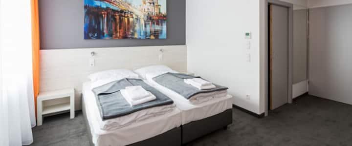 MSC Hotel (Neunkirchen), Barrierefreies Doppelzimmer mit kostenfreiem WLAN