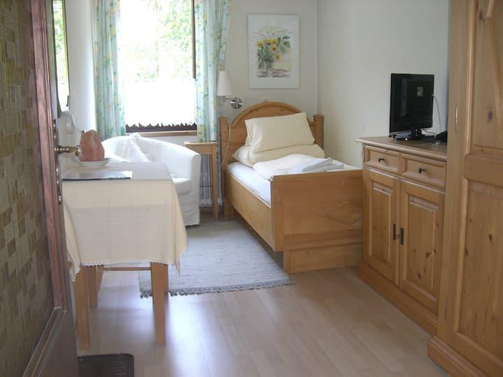 """Pension Landhaus Ingrid (Loich), Einzelzimmer """"Morgensonne"""""""
