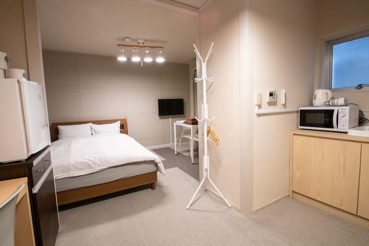 Amp flat Hakata ekimae Deluxe double room 205