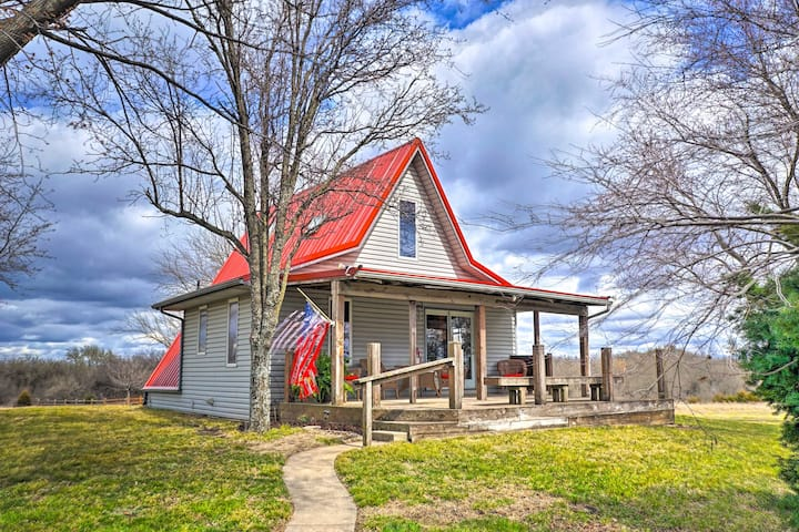 NEW! Vivid 'Cedar Ridge' Cabin: 23 Mi to Wichita!