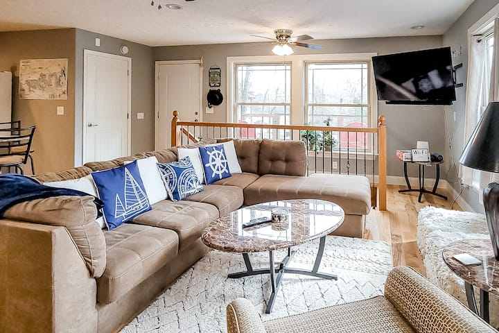 Two-Story, Lakefront Home w/Free WiFi, Private Dock, and Washer/Dryer