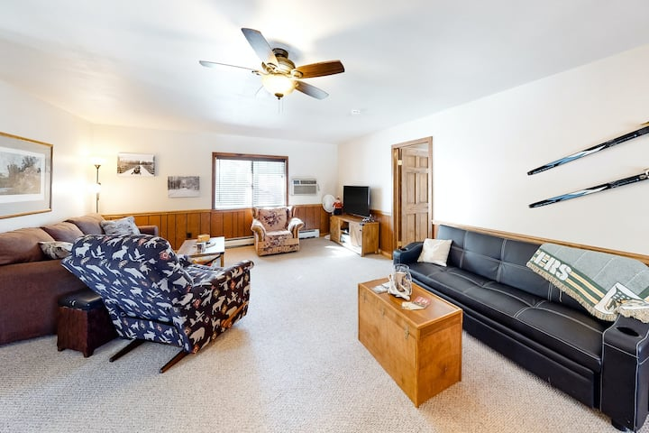 Semi-Secluded Escape on Bike/Snowmobile Trails - Near Lakes & Town!