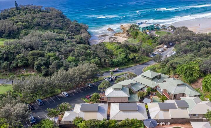 12 Pt Lookout Beach Resort | 1 bedroom + Loft | 1 Bathroom | A/C