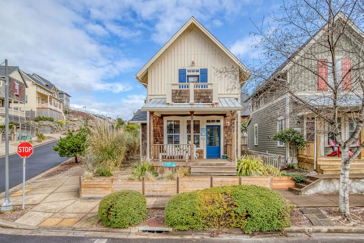 Parkside Home, 2 Blocks to Beach, with Kids Game Room, Hot Tub and Master Suite!