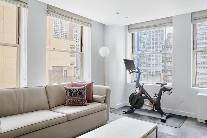 Sonder at City Hall | 1BR + Peloton | Discounted Rates