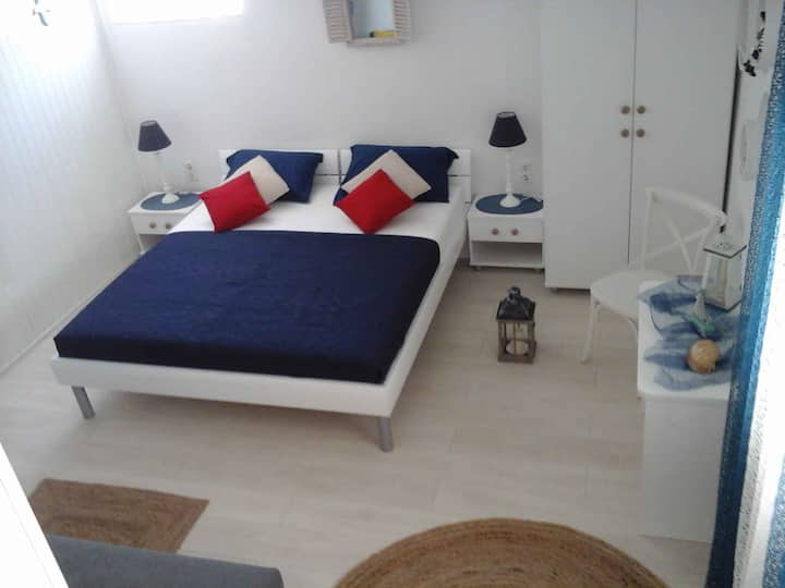 Studio for 2+1 persons with WLAN in Hvar R45216