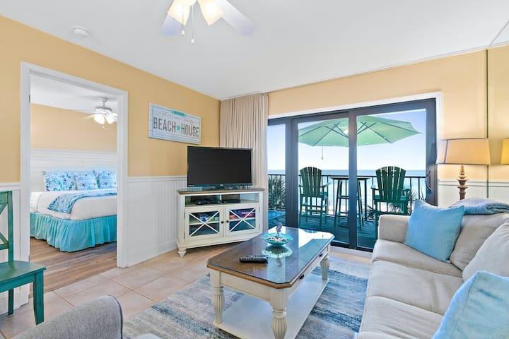 Third-Floor Beachfront Condo w/ Free WiFi, Washer/Dryer, Shared Pool, & Hot Tub