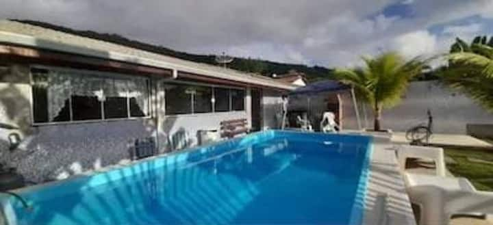 Casa com piscina privativa no condomínio Residencial Mar Verde em Caraguatatuba.