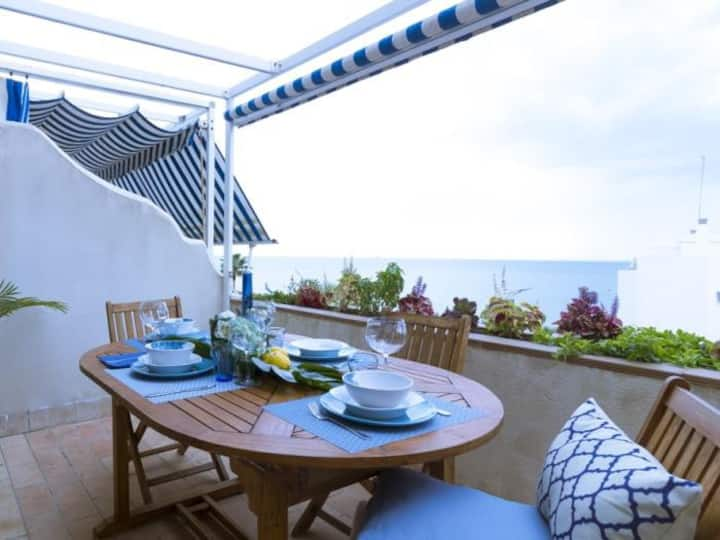 [2102] Beachfront house with terraces