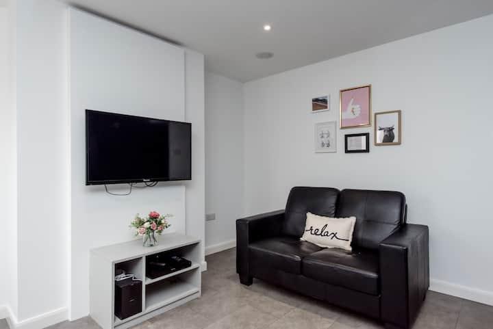 Unique Single room - including bills