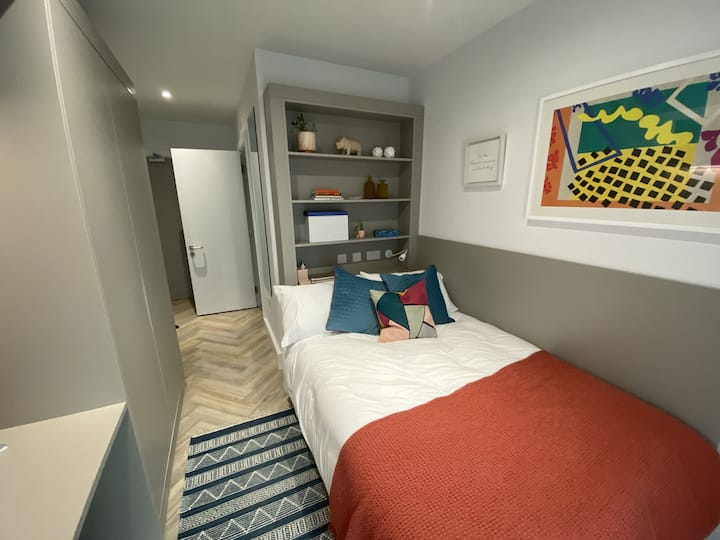 NEW South City Double en Suite & So Many Extras