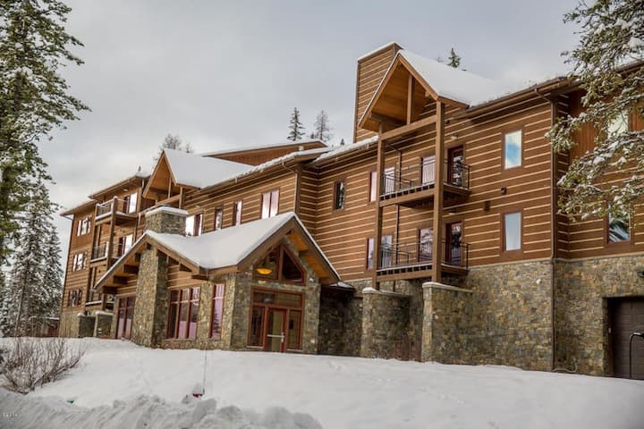 3 bedroom ski access condo at the Pines. Wonderful views.