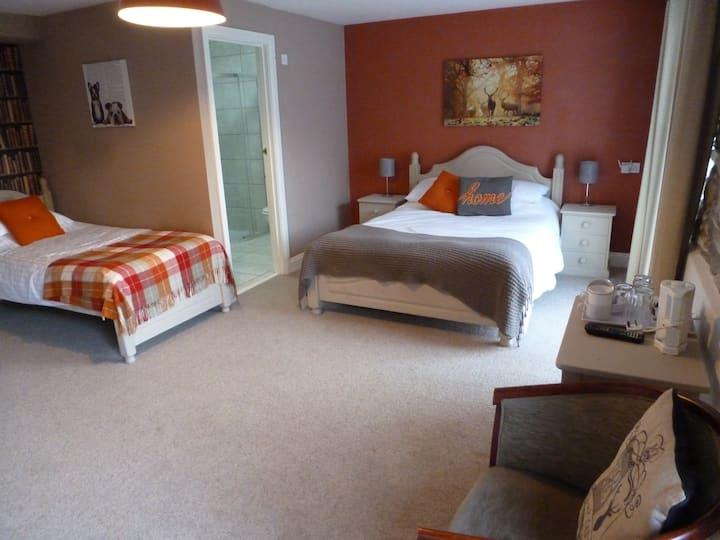Family Quadruple Room - Ensuite with Shower-Room 9