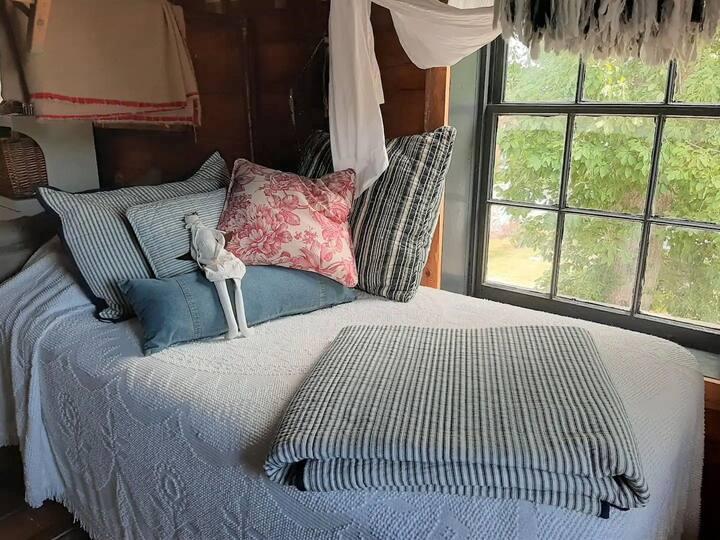 The Outside Inn - Belvedre Suite, Bloomfield awaits