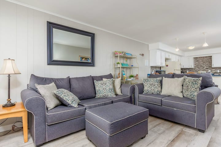 Mid-Town Ocean City Condo w/Free WiFi, Private Washer/Dryer, Cable, Bay Views!
