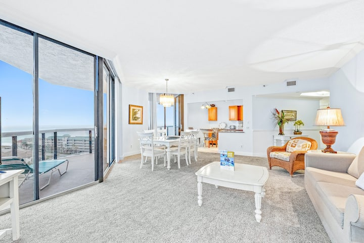 11th Floor Condo with Shared Pool and Hot Tub, Gulf View, & High-Speed WiFi!