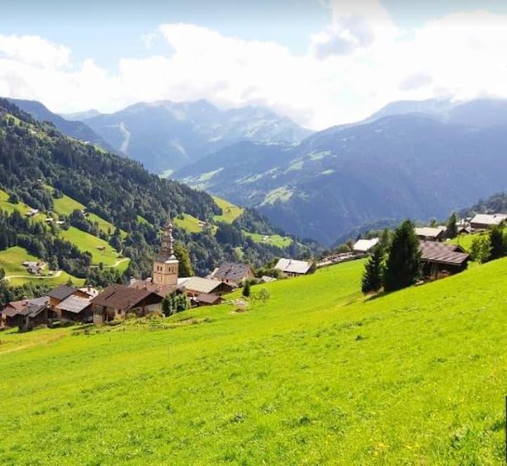 Appartamento con una stanza a Hauteluce, con splendida vista sulle montagne e giardino attrezzato - 300 m dalle piste da sci