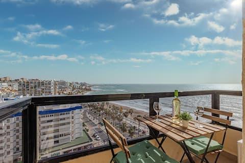 Frente a la playa con espectaculares vistas y piscina