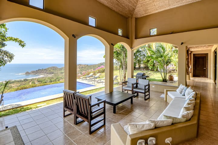 Luxury Oasis W/ Ocean Views, Private Infinity Pool, Furnished Lanai & WiFi